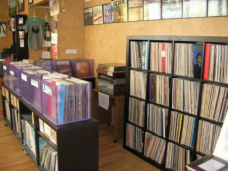 Discology: CDs : DVDs : LPs : LDs - Record Store Image