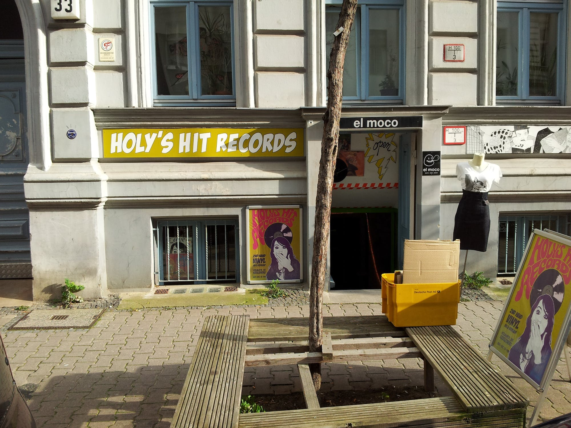 Holy's Hit Records - Record Store Image